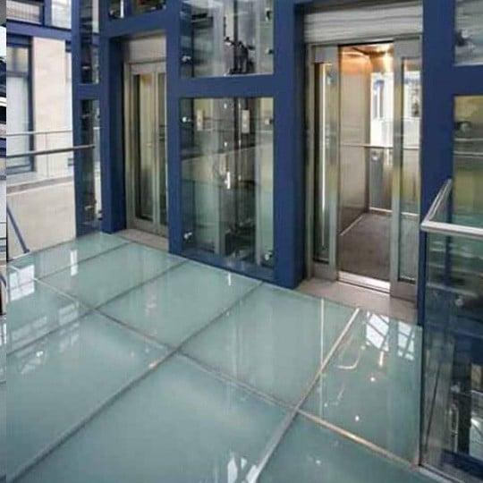 противопожарная шахта лифта из стекла